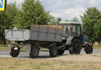 Трактор Беларус-82.1 (МТЗ-82.1) #3077 ТА с прицепом #БЮ 9824. Могилёв, улица Симонова