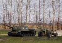 САУ ИСУ-152 №137 и пушка А-19. Белгородская область, п. Прохоровка
