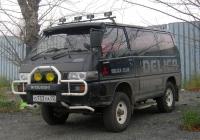 Микроавтобус Mitsubushi Delica #О 733 УА 72 . Тюмень, улица Щербакова