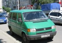 Микроавтобус Volkswagen Caravelle T4 #P 532 PNM. Курган, улица Рихарда Зорге