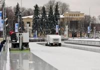 Ледовые комбайны Olympia на восстановлении льда . Москва, ВДНХ