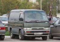Микроавтобус Nissan Homy #М 822 КТ 45. Курган, Троицкая площадь