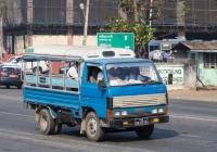 Бортовой грузовик Mazda Titan #8A-8519, оборудованный для перевозки пассажиров. Мьянма, Янгон