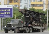 Седельный тягач КрАЗ-258Б1 с копром СП-67 на базе трактора Т-170 на трале. Омская область, город Омск, улица Лукашевича