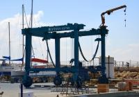 Портальный подъемник для маломерных судов. Израиль, Герцлия, порт