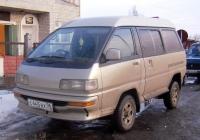 Микроавтобус Toyota Lite Ace #С 445 ВХ 96. Свердловская область, Тугулым, Школьная улица