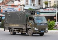Бортовой тентованный грузовик Isuzu NKR #79C-0767. Вьетнам, Нячанг