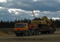 Седельный тягач TATRA-815*, экскаватор KOMATSU PC400. Сахалинская область, Ногликский район, стройплощадка мостового перехода через р. Набиль