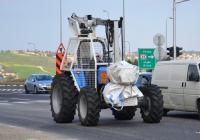 Установка для обрезки деревьев Versalift на базе колесного трактора. Израиль, Северный округ