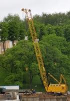 Подъемный кран на гусеничном ходу RDK-300. Ярославль, ул. Волжская набережная