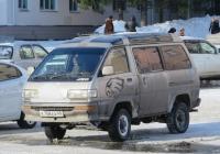 Микроавтобус Toyota Lite Ace #К 758 ЕА 45. Курган, улица Гоголя
