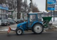 Трактор ХТЗ-3512 с отвалом и установкой для разбрасывания реагентов. Днепропетровская область, Каменское, просп. Свободы
