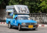 Пикап Toyota Hilux #10-5772, оборудованный для перевозки пассажиров. Таиланд, Убон Ратчатани