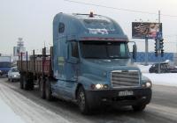 Седельный тягач Freightliner Century Class #М 421 СТ 72 с полуприцепом. Тюмень, Алебашевская улица