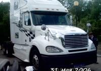 Седельный тягач Freightliner Columbia на автовыставке . Тюмень, Севастопольская улица