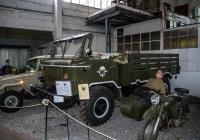 грузовой автомобиль повышенной проходимости ГАЗ-66Б для воздушно-десантных войск. Москва, улица Рогожский Вал, музей Ретро автомобилей