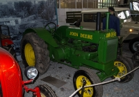трактор John Deere A. Москва, улица Рогожский Вал, музей Ретро автомобилей