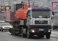 Полноприводный седельный тягач MAN TGA #Р 056 КС 55 с экскаватором Hitachi Zaxis 210N на трале.. Омская область, город Омск, улица Лукашевича