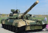 Основной боевой танк Т-80У. Омская область, город Омск, парковка Арена-Омск