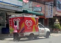 Рефрижератор для перевозки мороженного на шасси пикапа Toyota Hilux . Таиланд, Паттая