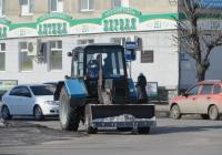 Трактор МТЗ-82.1 с бульдозерным ножом. Курган, улица Ленина