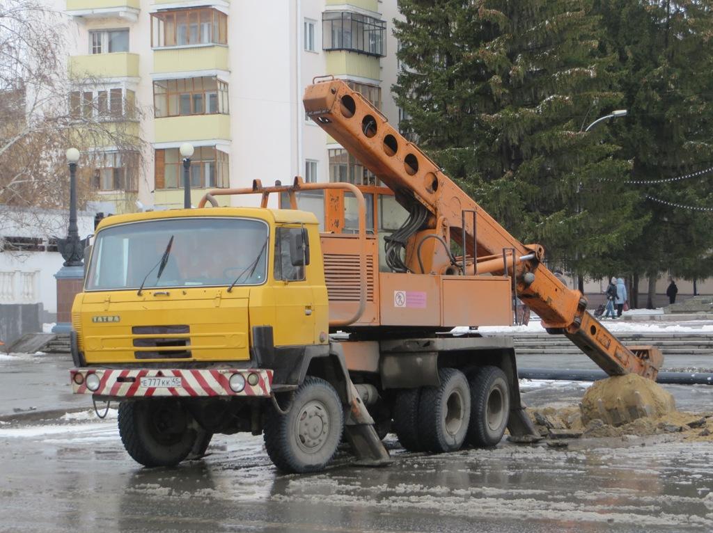 Экскаватор-планировщик UDS-114 на шасси Tatra 815 #Е 777 КК 45. Курган, улица Гоголя