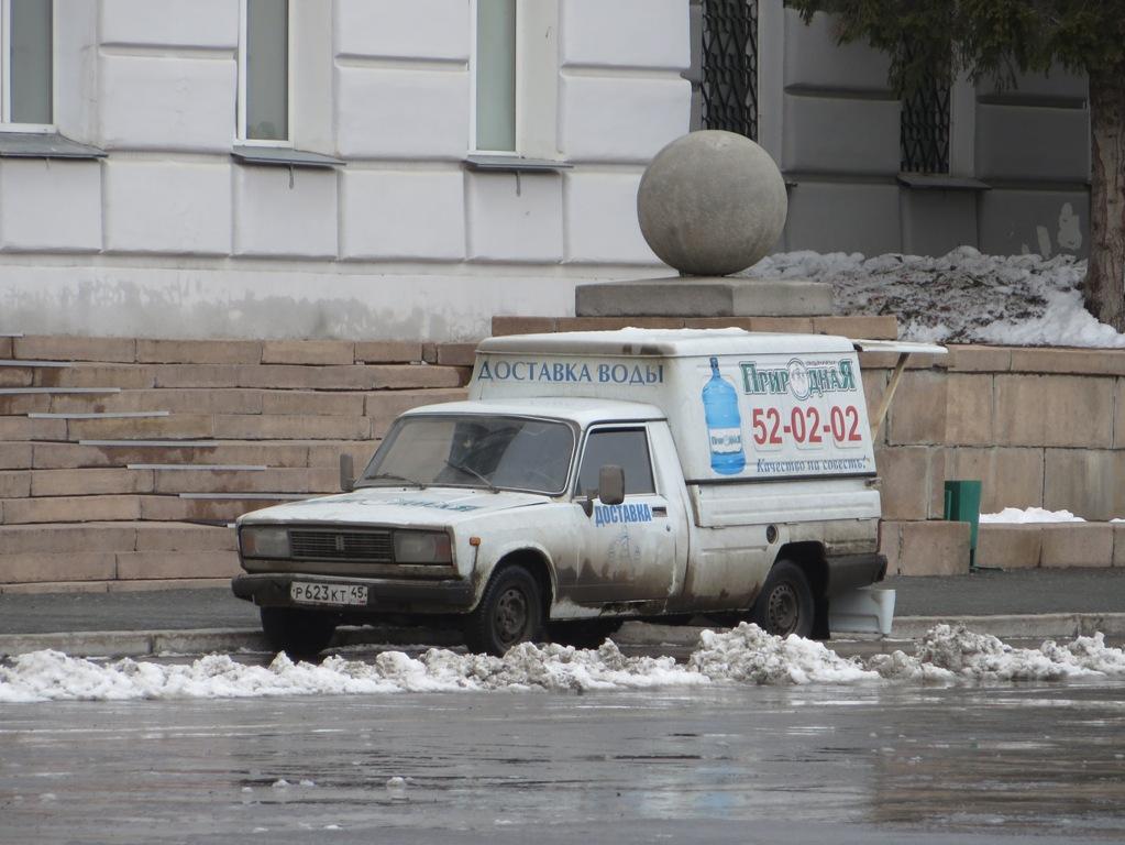 Фургон ИЖ-27175 #Р 623 КТ 45. Курган, улица Гоголя