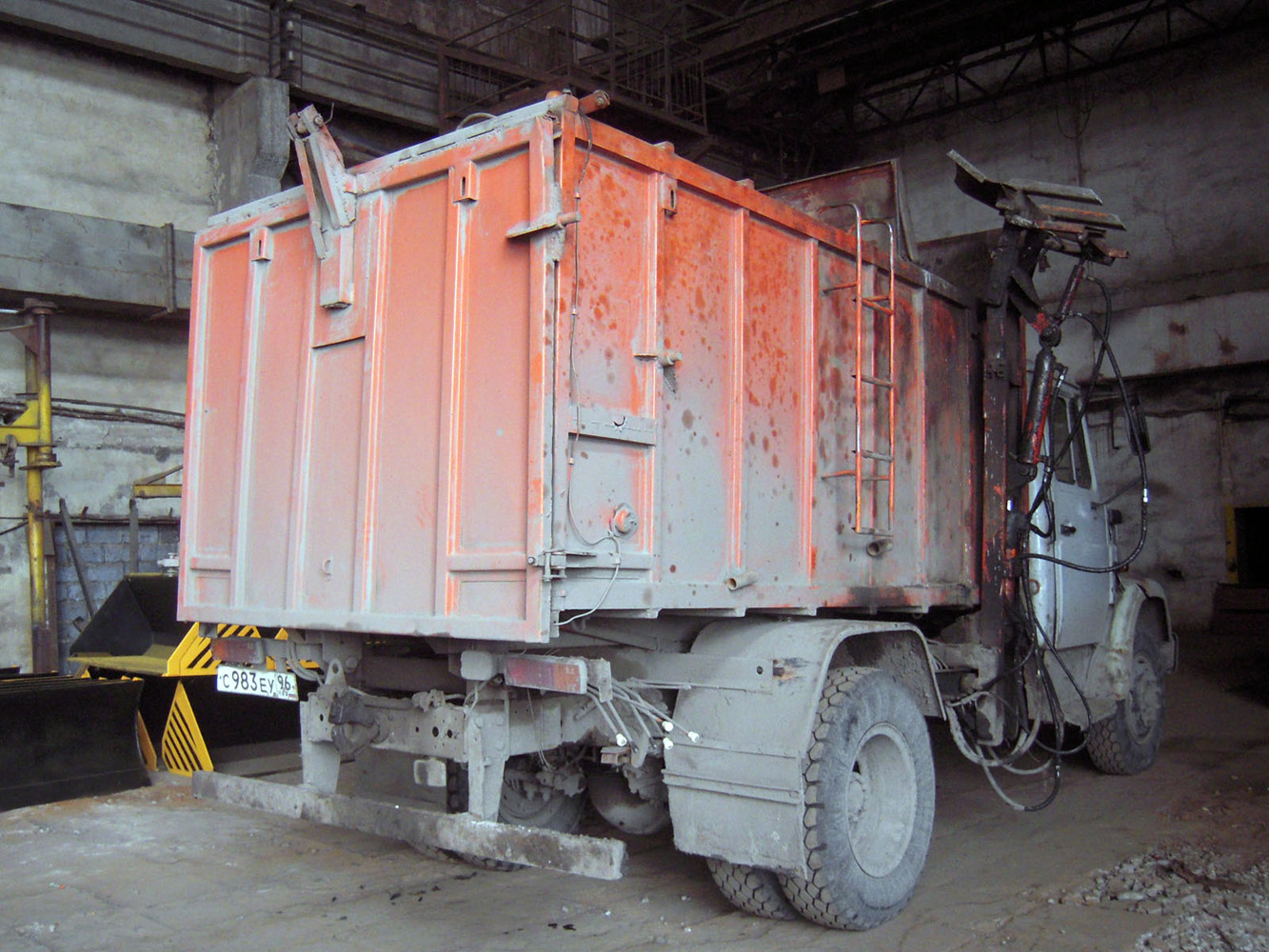 Мусоровоз КО-440-4 на шасси ЗИЛ-433360 #С 983 ЕУ 96 . Свердловская область, Луговской