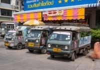 Грузовики Daihatsu Hijet, оборудованные для перевозки пассажиров. Таиланд, Питсанулок