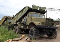 КрАЗ-255Б со специальной платформой для транспортировки буксирно-моторного катера-толкача БМК-Т. Владимирская область, Муром