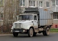 Мусоровоз КММ-10 на шасси ЗиЛ-433362 #В 017 ТА 40. Калуга, Новаторская улица