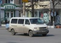 Микроавтобус Volkswagen Caravelle #O 419 KH 45. Курган, улица Куйбышева