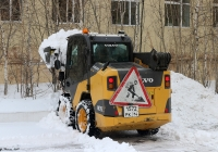 Погрузчик Volvo #1572РК14. Якутск, улица Белинского