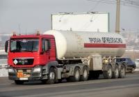 Седельный тягач MAN TGS #Р 525 ХТ 55 с полуприцепом - газовозом. Омская область, город Омск, улица Лукашевича