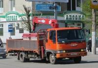 Грузовик с КМУ на шасси Hino Ranger #Е 760 КС 45. Курган, улица Куйбышева