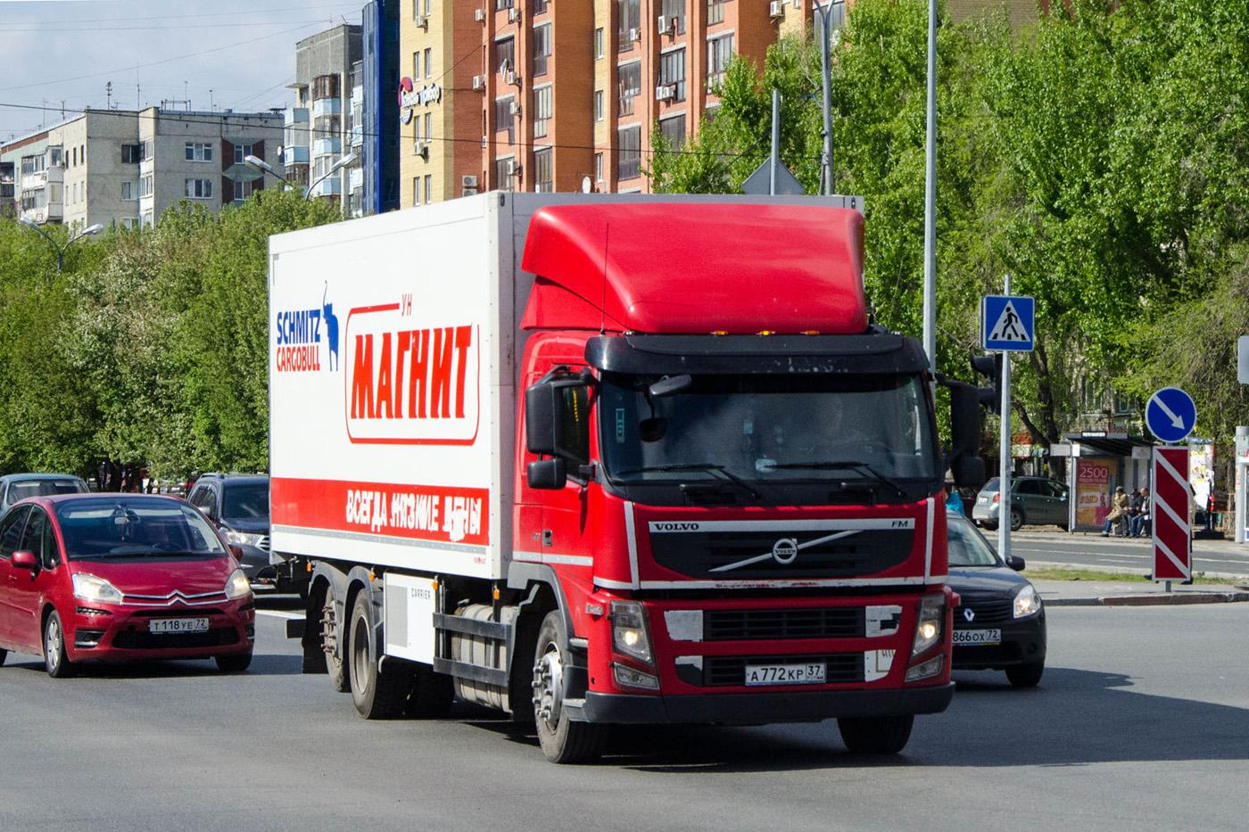 Фургон Schmitz Cargobull на шасси Volvo FM* #А 772 КР 37 . Тюмень, улица 50 лет Октября
