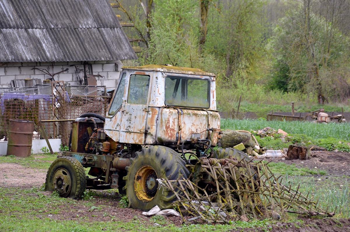 Самодельный трактор. Брестская область, поселок Ишкольдь