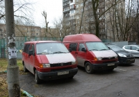 Микроавтобусы Volkswagen Caravelle #С 217 МУ 199 и #Р 074 ОМ 177. Москва, улица Зои и Александра Космодемьянских