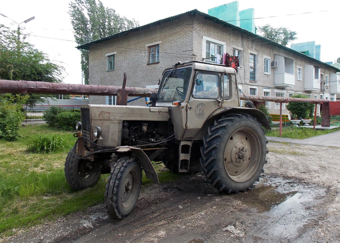Трактор МТЗ-80. Волгоградская область, Фролово, Народная улица