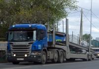 Седельный тягач Scania P360 #С 706 МТ 116 с полуприцепом-автовозом. Тюмень, улица Тимуровцев
