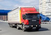 Седельный тягач Scania P340 #Е 546 ЕМ 196 с полуприцепом. Тюмень, улица Федюнинского