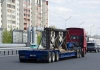 Седельный тягач CNHTC Howo ZZ4257 #М 431 УС 72 с полуприцепом для перевозки спецтехники #АТ 5346 72. Тюмень, улица Федюнинского