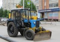 Трактор МТЗ-82.1 с бульдозерным ножом.  Курган, улица Куйбышева