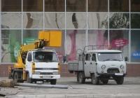 Автоподъёмник на шасси Isuzu ELF #T 472 BA 96, бортовой грузовик УАЗ-390945 #Р 132 МА 45 . Курган, улица Ленина