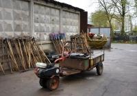 Грузовой мотоблок, используемый на хозяйственных работах на территории Бабушкинского кладбища  . Москва, Ярославское шоссе