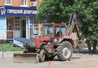 Экскаватор-бульдозер на базе трактора ЮМЗ-6. Курган, улица Куйбышева