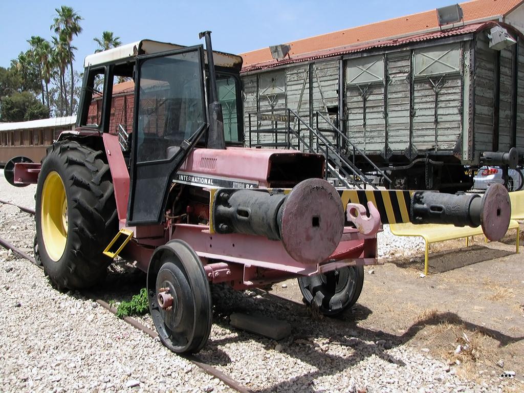 Трактор International на железнодорожном ходу. Израиль, Хайфа, железнодорожный музей