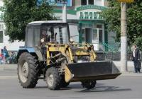 Погрузчик на базе трактора МТЗ-82.1. Курган, улица Куйбышева
