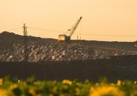 Экскаватор ЭО-5111 с оборудованием шар-бабы на шлаковом отвале. Днепропетровская область, Никопольский район