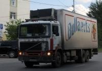 Фургон на шасси Volvo F12 #К 870 НВ 72 . Тюмень, улица 50 лет Октября